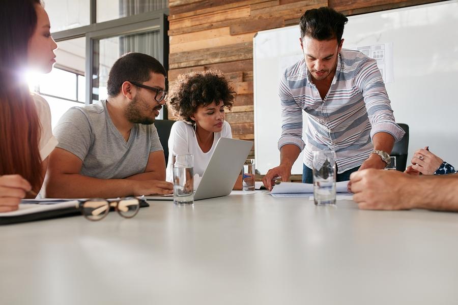 Tony Robbins's 4 Secrets to Commanding a Room